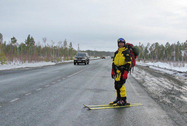 Стою на асфальте в лыжи обутый…