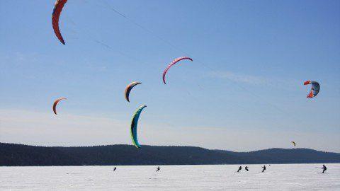 Всероссийские соревнования по сноукайтингу на озере Тургояк